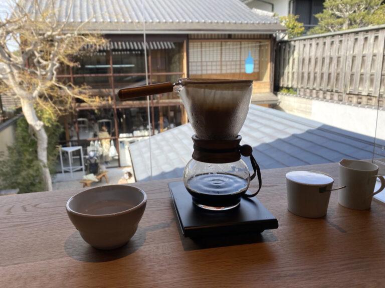 〈ブルーボトルコーヒー〉でネルドリップを提供するのは清澄白河のフラッグシップカフェとこのラウンジだけ。
