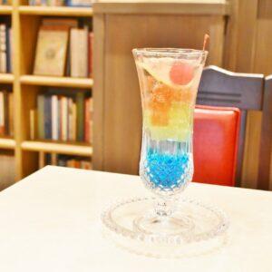 宝石のような見た目の「ゼリイポンチ」は、フルーツの風味が豊かなゼリイと丹沢山系の天然水から作られた「丹沢サイダー」との相性バツグンなスイーツ。