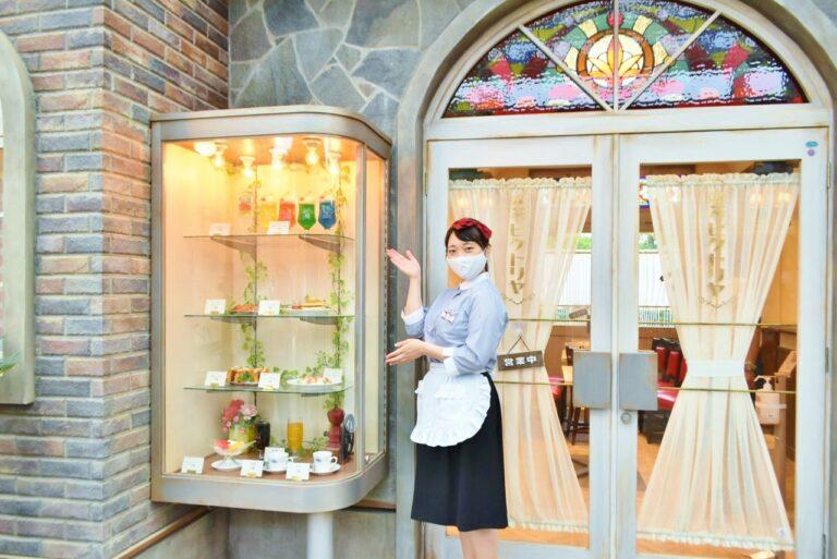 「喫茶 ビクトリヤ」では、喫茶店の定番、「クリイムソーダ」(50園)や、熱々の「スパゲッティ・ナポレター」(90園)、口の中が幸せいっぱいで満たされる「ゼリイポンチ」(60園)などが味わえる。