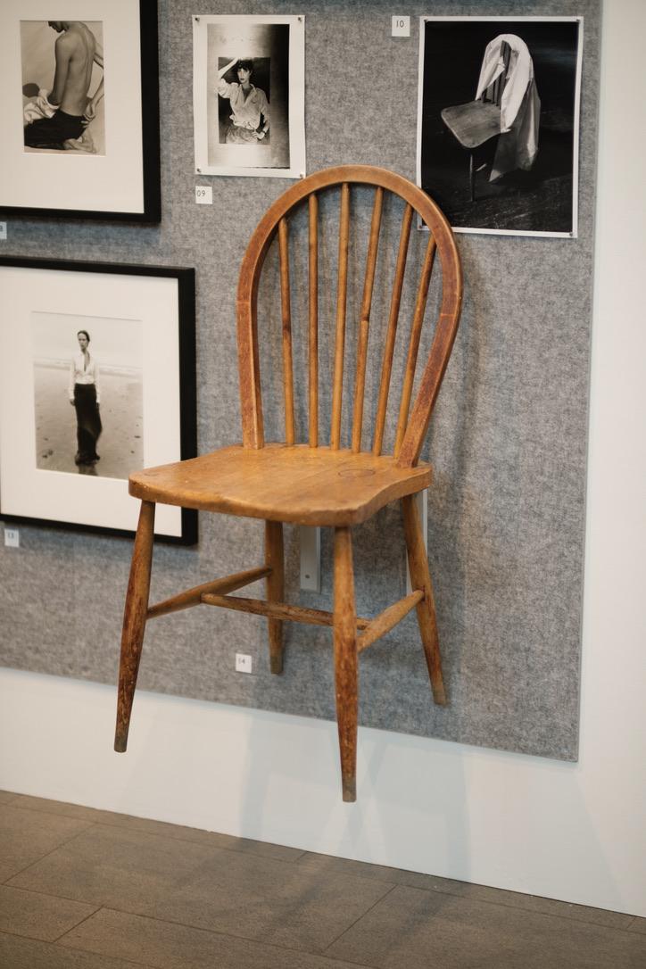 母がキッチンで使っていたERCOLの椅子。マーガレットさんが復刻し、大人気となった。