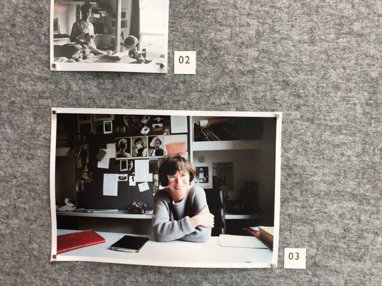マーガレット・ハウエル 1946年英国サリー州タッドワースに生まれ。 ロンドン大学、ゴールド・スミスカレッジでアートを学ぶ。 1970年メンズシャツのデザインを始める。1977年、ロンドンにマーガレット・ハウエルの路面店をオープン。2007年にCBE(大英帝国第3勲章)を受勲し、ロイヤル・ソサエティ・オブ・アーツ(王立技芸学会)より工業ロイヤルデザイナー(Royal Designer for Industry)に選出された。