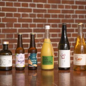 集いを盛り上げるドリンクは、ナチュラルワインやクラフトジンのほかノンアルカクテルも。