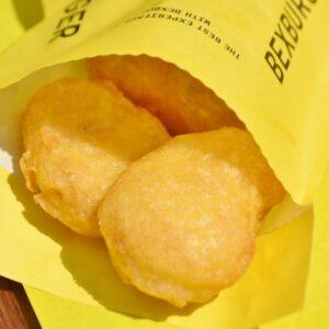 「チキンナゲット 」は、国産の鶏むね肉を使用。フリットのようなフワッ!サクッ!とした食感とほんのりとした甘みがたまりません。