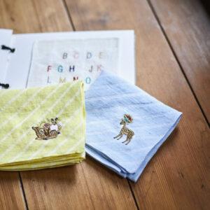 オリジナルの刺繍サービスも(モチーフ550円)。