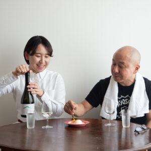 日本酒にウフマヨ!?と半信半疑な父・テツヤ。