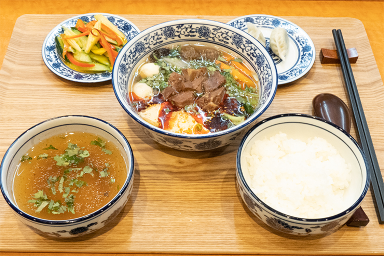 「Meigui」セットはデザートの「蘭州甜品」とお茶「三泡台」がついて6,500円。
