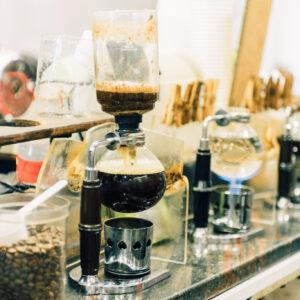 コーヒーのかぐわしい香りでお客様をお出迎え