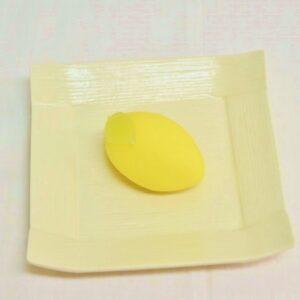 〈目黒東山 菓匠雅庵 / エキュート品川 サウス〉「東京レモン上生菓子」1個 432円。
