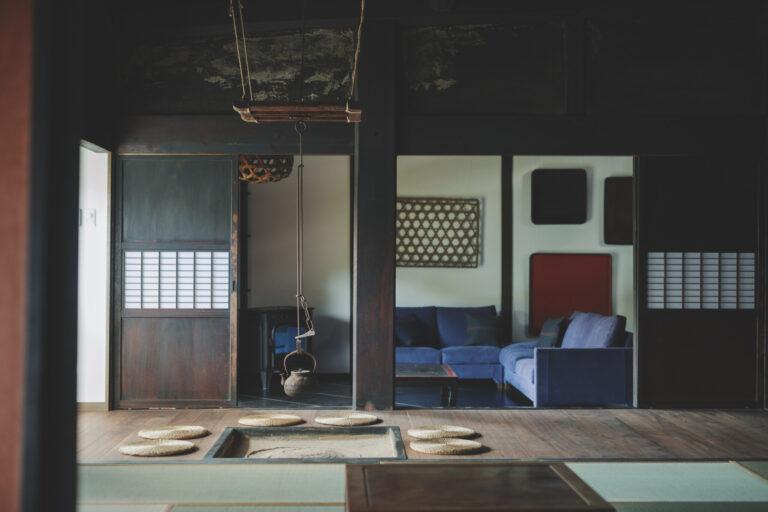 築100年超えの古民家を再生。全棟にキッチンや床暖房などの最新設備を備える。