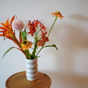 フラワーアーティストが選ぶおすすめの花瓶。夏のおうち時間をお花で彩ろう。