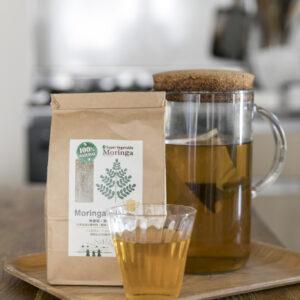 H.無農薬、無化学肥料製法のモリンガティーを愛飲して農家の健康を応援。11種のビタミンや、9種のアミノ酸、ポリフェノールなど栄養価が高いスーパーフード、モリンガのお茶は〈暮らしっく村〉のもの。化学肥料・農薬不使用で安心。