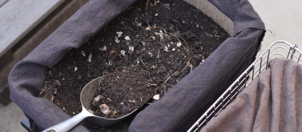 生ごみが自家製肥料になる!自作「ダンボールコンポスト」の作り方。