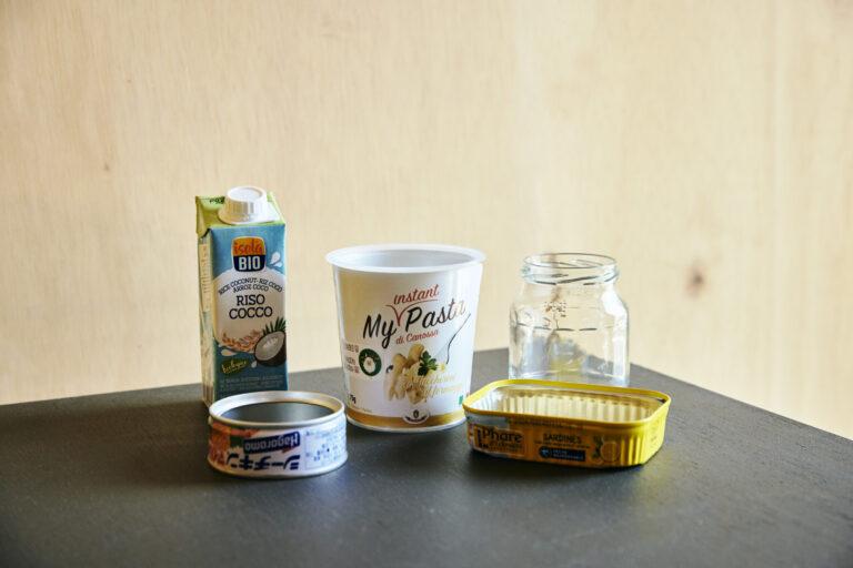 インスタント麺の容器や空き缶や瓶を使って!