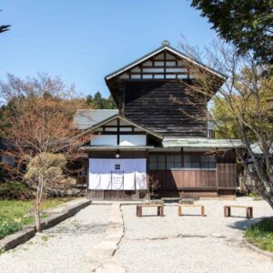 歴史的建造物の保存を目的として、当時の趣や風情を残して改修。