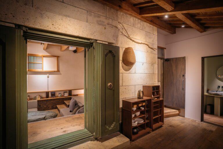 宮大工が改修を手掛けた石蔵の宿「RoKu」。