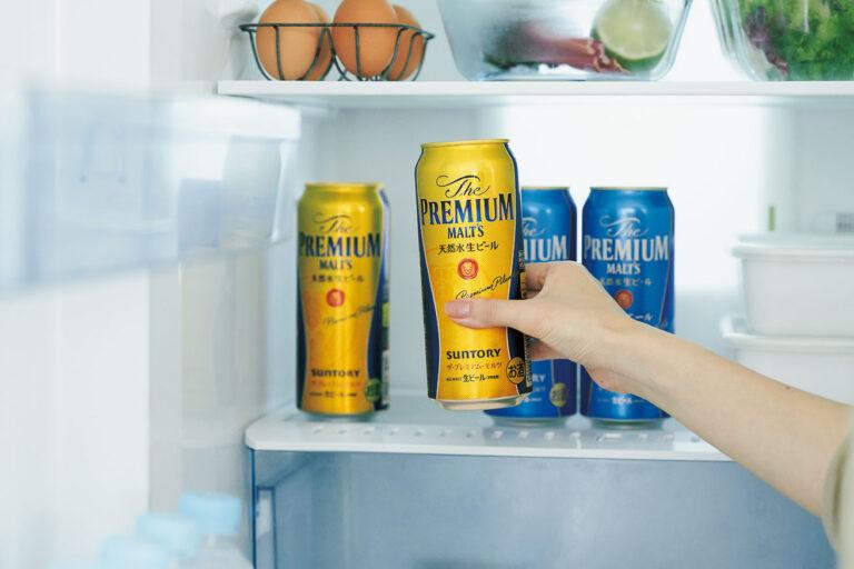 プレモルは冷蔵庫で2~3時間冷やせば飲み頃に。テラスにクーラーボックスを持ち出せば、適温を保ったまま飲み頃をキープできる。
