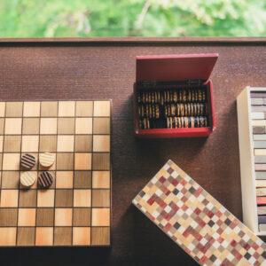 オセロやジェンガなどのお部屋おこもりグッズも寄木で作られています。