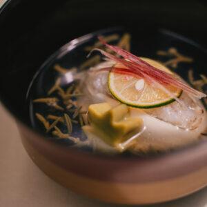 茗荷や酢橘が爽やかに香る「鱧真薯」。