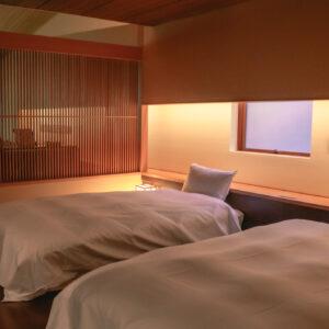 まるで雲のような寝心地のベッドは、界ブランドオリジナルの「ふわくもスリープ」。