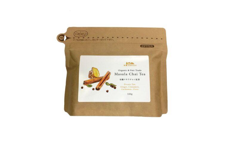 お家で手軽にチャイが楽しめる「有機マサラチャイ紅茶」は紅茶の茶葉とスパイス4種が入って100g1,296円。