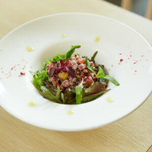 「バクバク食べるいろんな雑穀と木の実のbiotable.'sサラダ」1,200円。