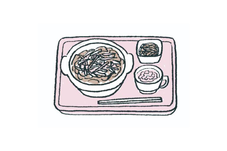 【3】一皿加えて、満足度アップ。/少し余裕がある日は、牛丼にたまごをトッピングして、ほうれん草は味噌汁やおひたしにするのはどうでしょう。味付けや食感の変化もあって、楽しい食事に。