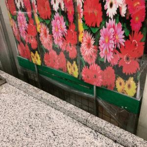スーパーの目隠し用花写真