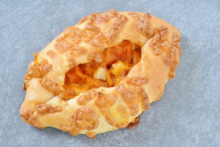 フランス南東部、プロヴァンス地方の郷土料理「ラタトゥイユ」をアレンジ。トマトやズッキーニなどの野菜の旨みと歯ごたえが感じられる、夏にぴったりのパンです。