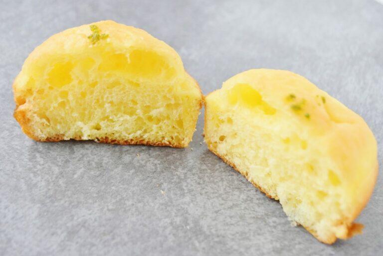 半分に割ると、バターとレモンの香りが!