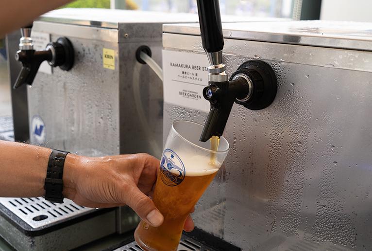 ビールは自分で注ぐスタイルです。
