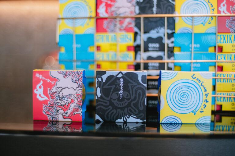 OMO5沖縄那覇のオリジナル商品は、お酒に合う缶詰3種。パッケージのイラストも、星野リゾートスタッフが手がけているんだそう…!