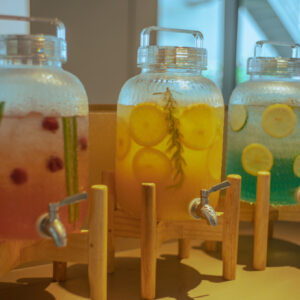 ドリンクはフルーツウォーター、さんぴん茶やコーヒーなどからお好きなものを選べるスタイル。