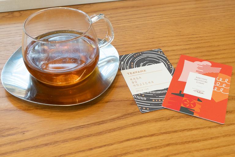 選んだティーの情報と「ロースタリー パスティッチーニ フライト」を説明したカードが添えられます。