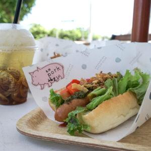 「島豚ソーセージの島野菜ドッグ」1,020円、「自家製黒糖レモンジンジャーエール」680円。