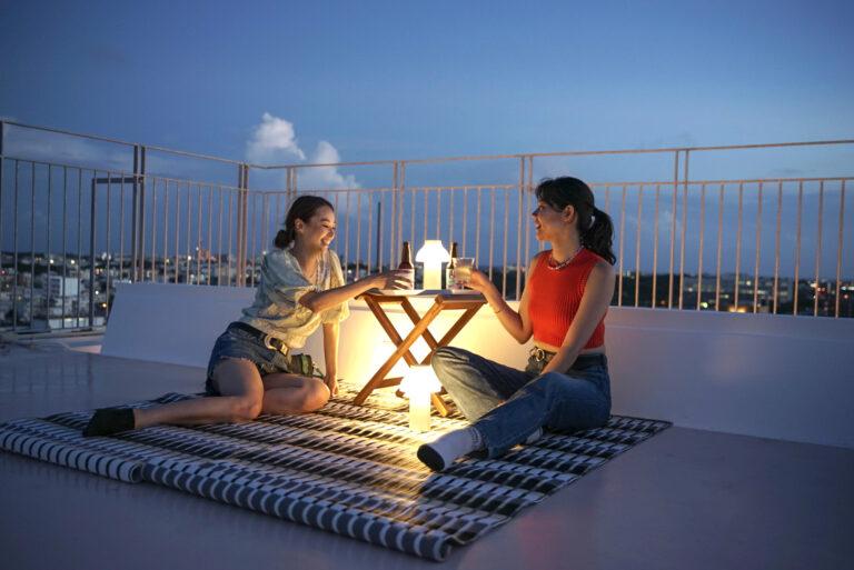 ランプ、シート、椅子などはホテルから貸し出しあり。