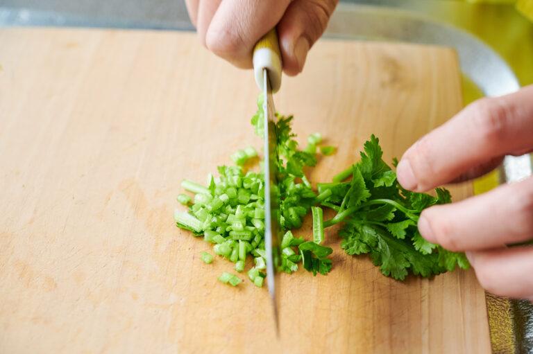 【POINT】茎と葉で切り分けて。
