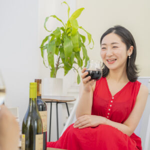 「おいしくて、環境にやさしくて、カラダにいい!まわりに〈コノスル〉の魅力を伝えていきたいです」(藤田さん)。