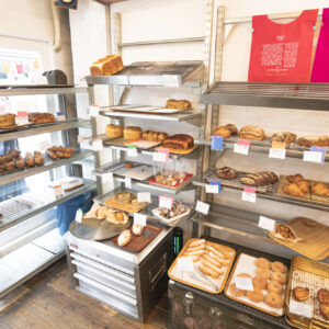 店内には個性光るパンがたくさん。