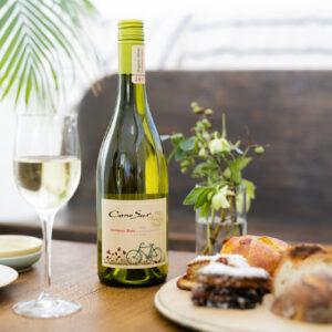 白ワイン「ソーヴィニヨン・ブラン」750mL 1,265円。