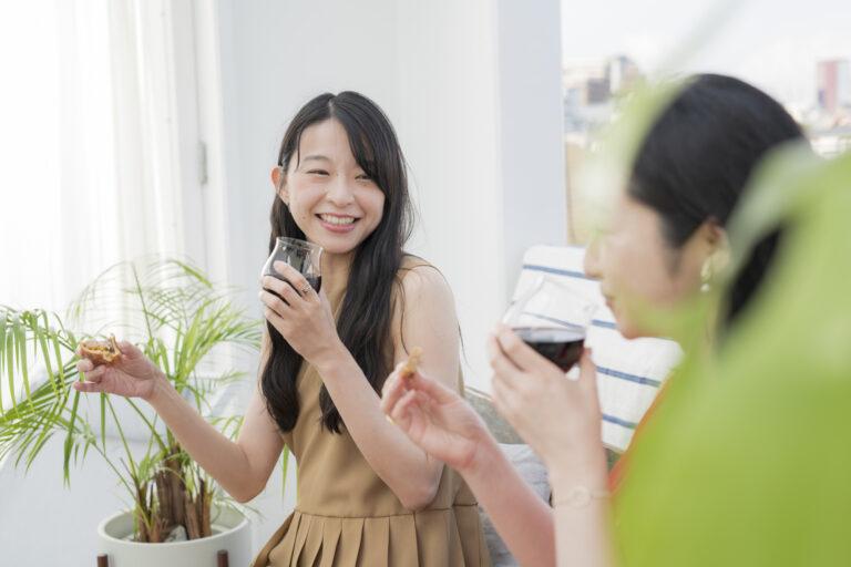 「赤ワインにはお惣菜系のパンが合いますね」(花井さん)。