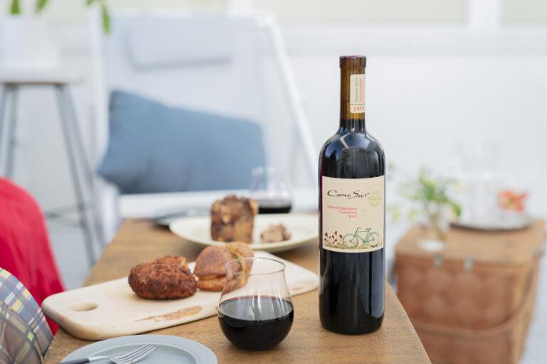 赤ワイン「カベルネ・ソーヴィニヨン/カルメネール/シラー」750mL 1,265円。