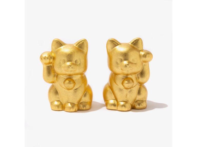 右手で金運、左手で人を招いてくれるという招き猫。こちらは金沢の伝統工芸でもある金箔を施した「箔一開運 招き猫」(各3,300円)