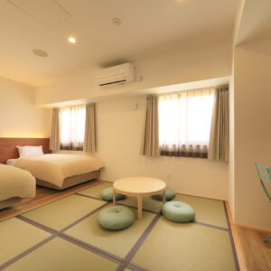 和洋室は最大4名まで可能。