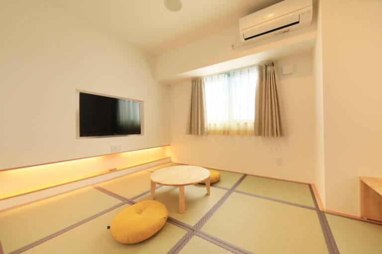 最大3名まで利用可能なデザイナーズ和室。小さなお子さんも安心してステイいただけます。