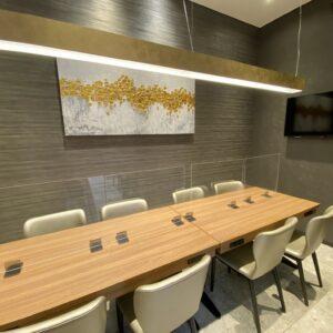 オプションで個室も用意されているので、会議などもOK。