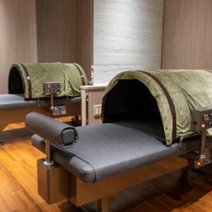 ベッドは横に揺れ、足枕も揺れる動作による有酸素運動「サーキュラーDX」。