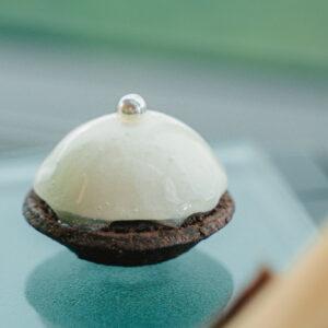 「チョコレートタルト フロマージュブランムース」。