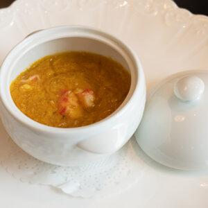 「かにの卵入りフカヒレのスープ 〜フォアグラのフランと共に〜」。