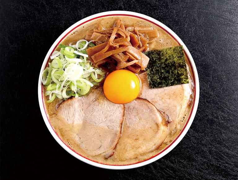 6月28日からの新登場〈東京煮干し らーめん玉〉「特製濃厚とろりそば」1,100円 。