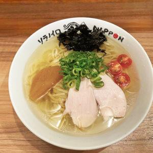 〈ソラノイロ・NIPPON〉 「冷たい煮干しの潮ラーメン」は8月31日まで。 980円。
